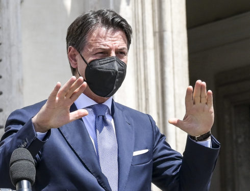 Conte smentisce Conte. E Renzi attacca: «5Stelle pronti allo strappo? Quando mai schiodano…»