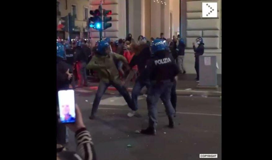 La violenza gratuita di alcuni agenti delle forze dell'ordine durante le protesta contro il green pass del 9 ottobre